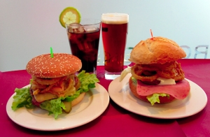 Menú de hamburguesa y bebida para dos